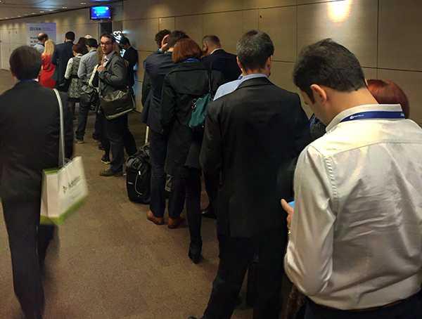 File d'attente devant les sessions dédiées aux analytiques à HR Tech Paris.
