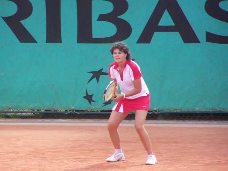 Ondine Trompette (qui est aussi championne de Tennis) au service et à la présentation avec Webikeo