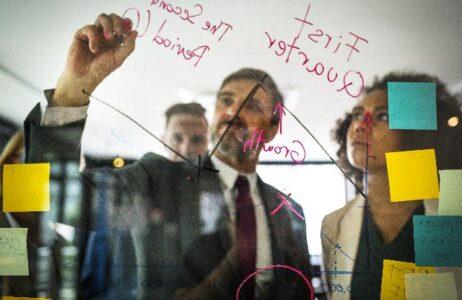 Analyse d'un marché par l'environnement technologique, institutionnel, socio-économiqueetculturel